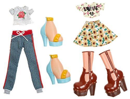 Bratz Deluxe Fashion Pack Style 1 Yasmin and Cloe